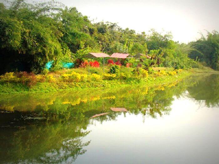 Waki Woods Resort, a popular picnic spot near Nagpur