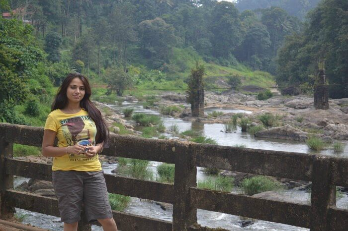 Neha posing for a picture enroute to Munnar