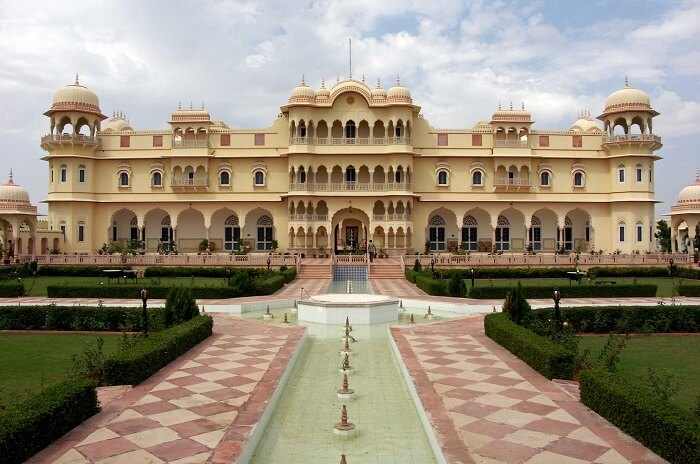 Nahargarh Haveli is one such imposing resort in Jaipur for the small budgeteers