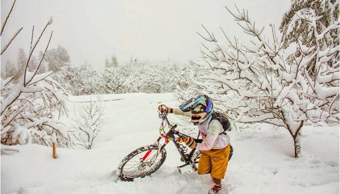 Snowfall in Dhanaulti attracts many adventure sports enthusiasts