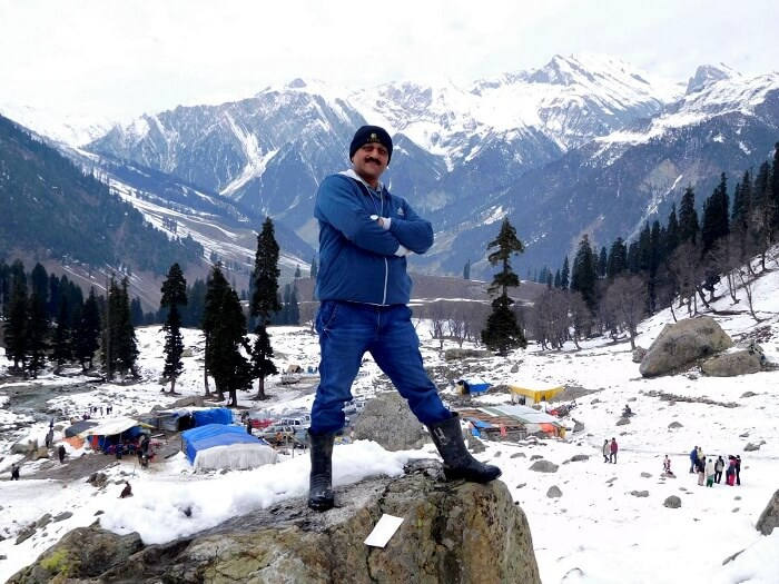 Sharad posing in the background of snow capped peaks in Sonmarg