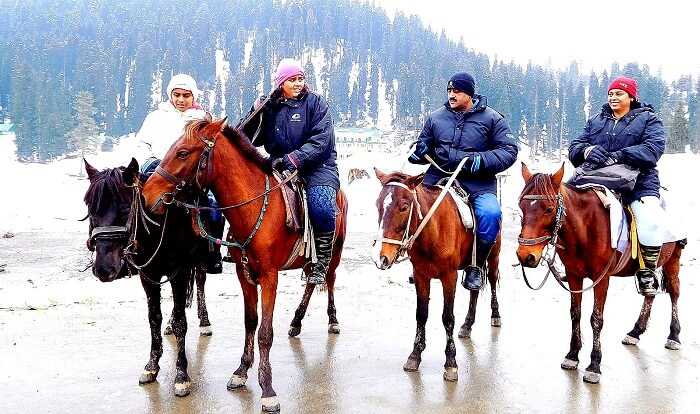 Sharad and his family do a horse ride in Gulmarg