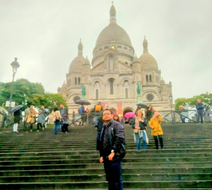 Niket doing sightseeing in Paris
