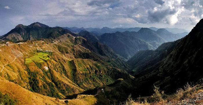 The winding roads through the hills of Mussoorie, ideal for a road trip from Delhi to Mussoorie