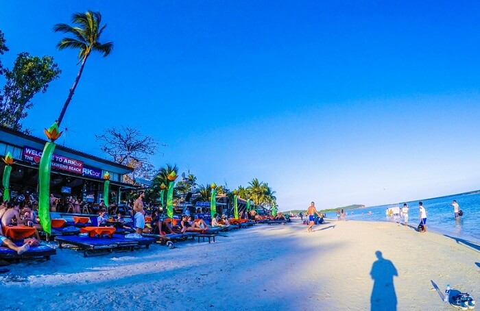 A view of the beach and the Ark Bar Beach Resort in Koh Samui