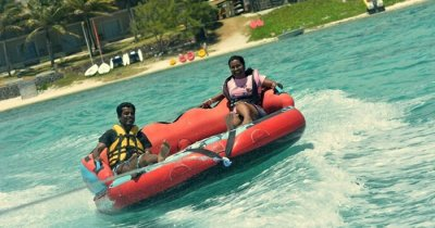 Karthik and his wife enjoys a water sport on a honeymoon trip to Mauritius