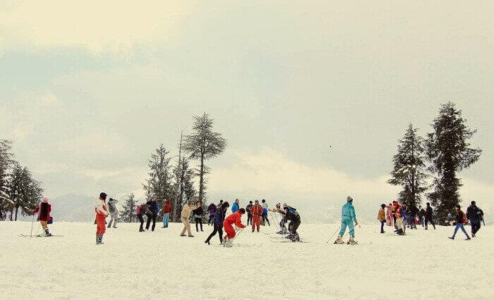 People try winter sports at Kufri