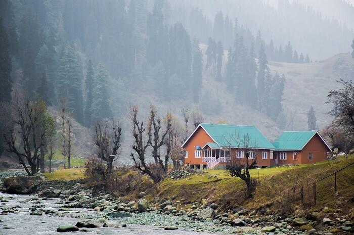 Walk along the stream near Aru guest house