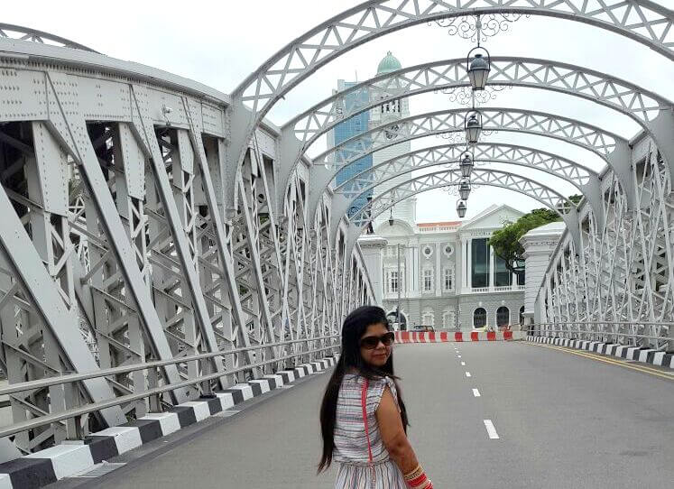 Krishan's wife at Fullerton bridge, Singapore