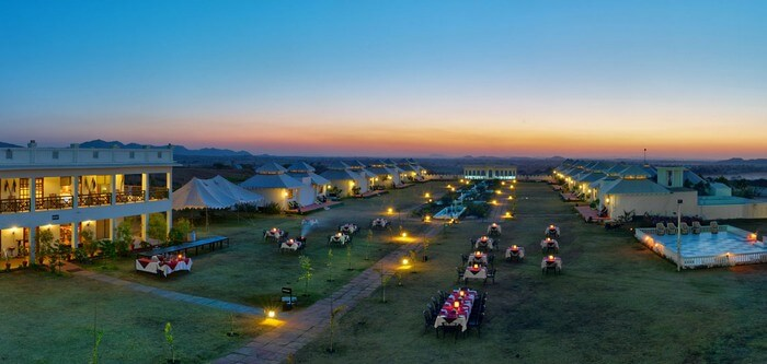 Rooms and tents at Aaram Baagh - the most luxurious camping facility in Pushkar