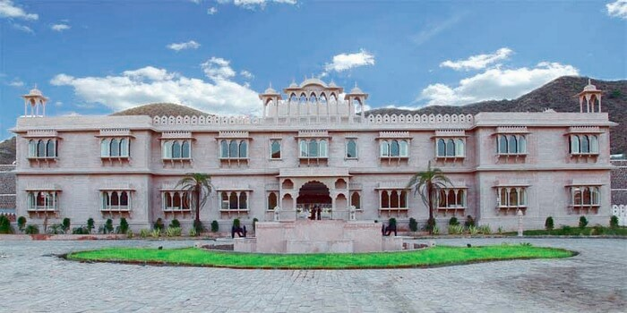 Panoramic view of the entrance to the grand Bhanwar Singh Palace