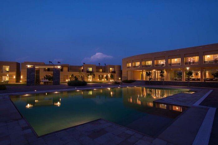 Pool and the rooms at Dera Masuda - a popular resort in Pushkar