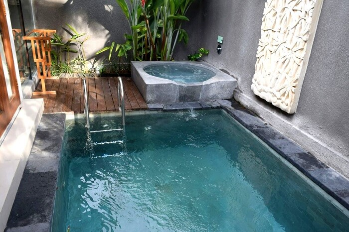 Jacuzzi and pool at Legian Kriyamaha Villa