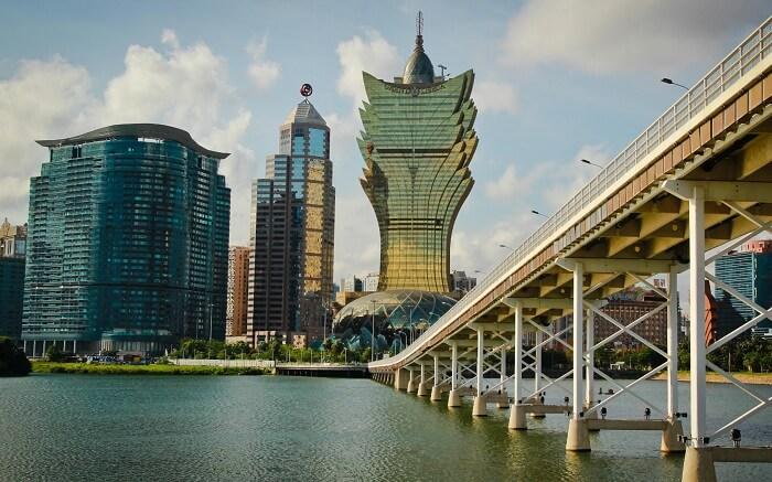 The beautiful Macau-Taipa Bridge