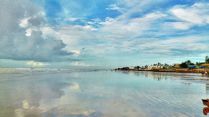 The striking drivable beaches of Mandarmani make it one of the most beautiful romantic places near Kolkata