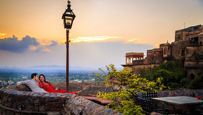 Couples enjoying in Neemrana