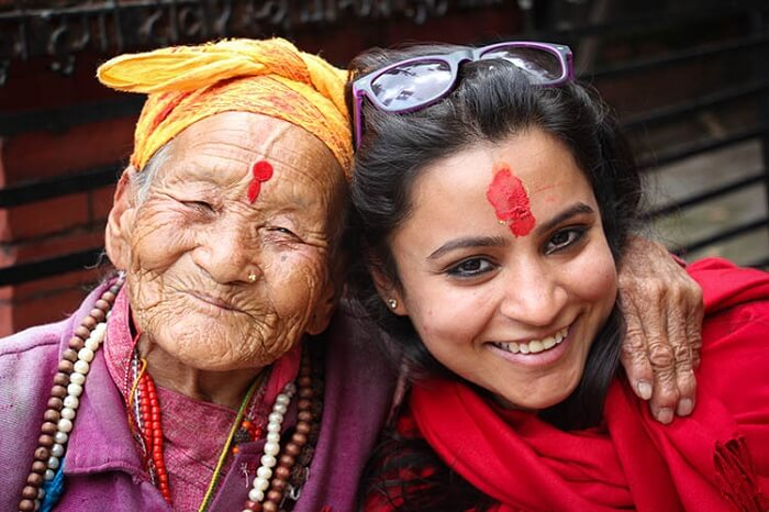 Leena with an old lady in Nepal