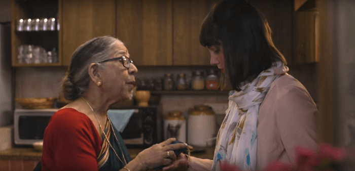 Anandi exchanges gifts with Helen of British Airways