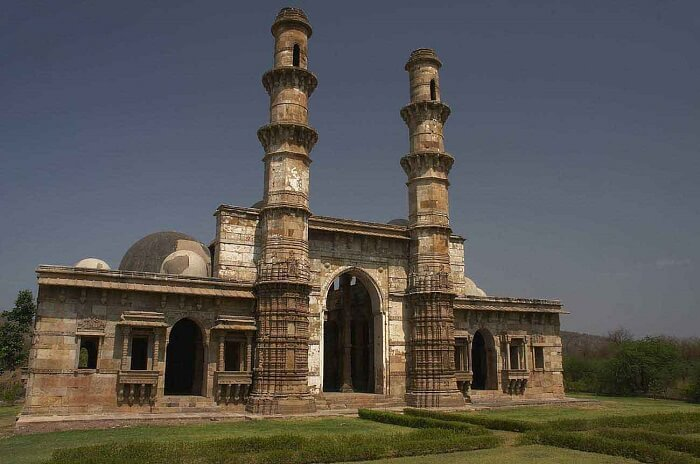 The Champaner fort and its ruins are among the best picnic spots near Vadodara