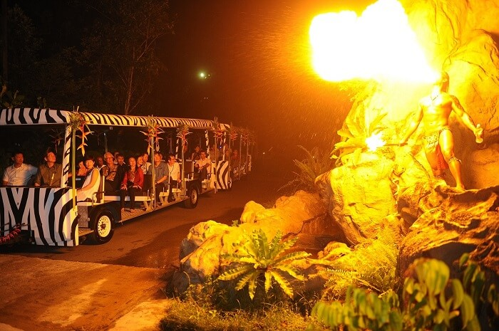 Entry to Singapore Night Safari is full on dramatic with fire-eaters and deadly animals welcoming you