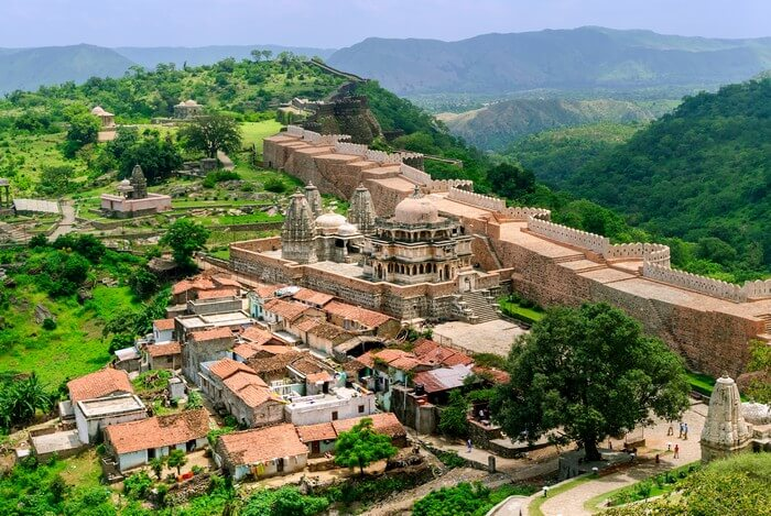 The grand Kumbhalgarh fort has its walla spread over 30 kilometers