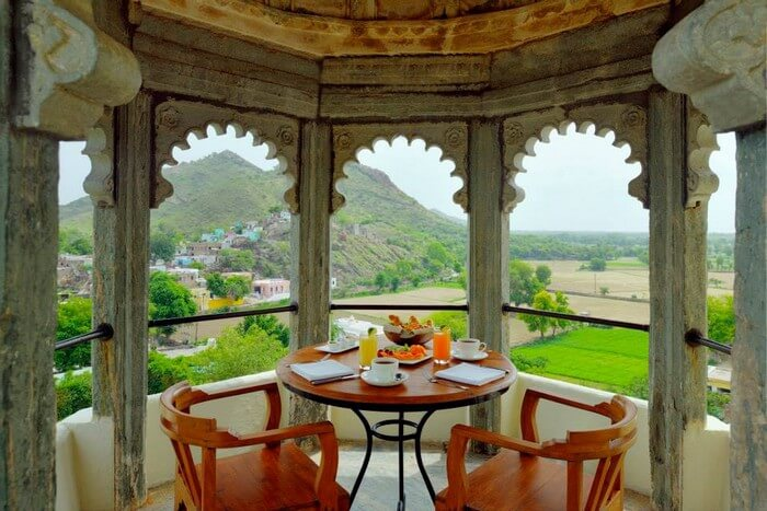 A private balcony in the deluxe suite of the Raas Devigarh