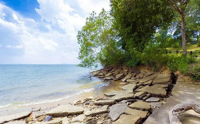 The beautiful beach of Susan Hoi runs along the Krabi Shell Cemetery which is one of the best tourist places to see in Krabi