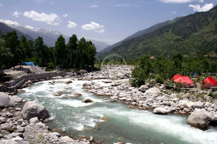 The cold waters of the Nehru Kund located very close to Manali