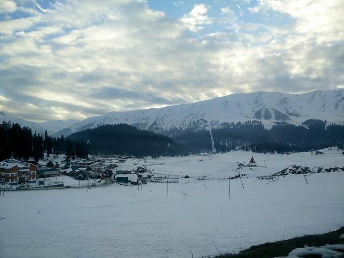 Snow scenery in Gulmarg