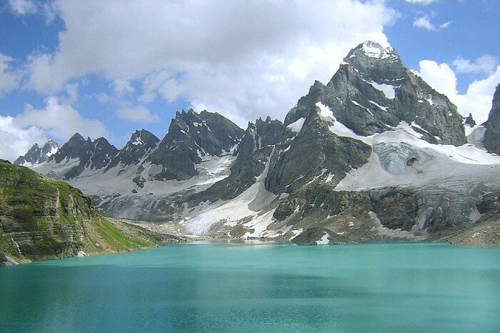A snap of the Alpather Lake that is one of the best places to visit in and around Gulmarg