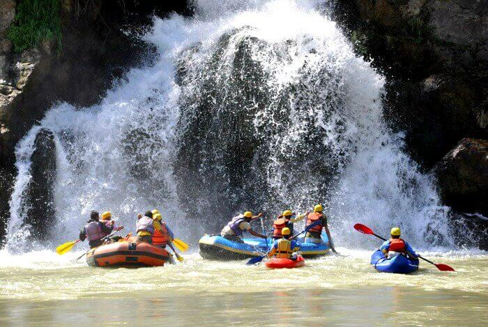 Go rafting in the river of Mashobra- Tattapani