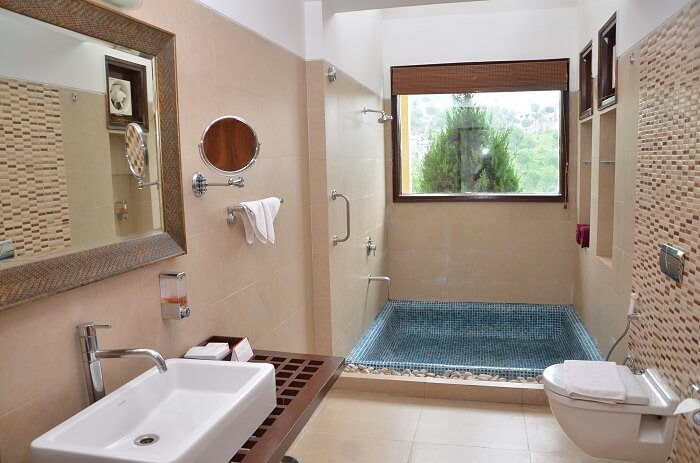 Balinese style luxury bathroom with open roof to enjoy full moon nights at Suryavilas Resort in Solan