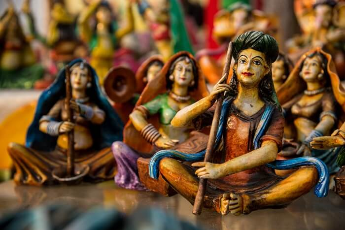 Small decorative pottery idols at display at Bapu Bazaar - One of the best shopping places in Udaipur