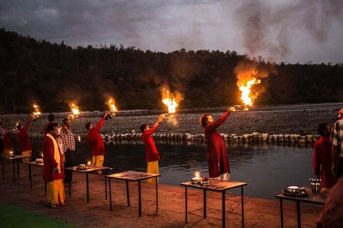 Priests performing aarti at the Triveni Ghat.