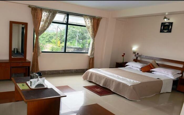 Hotel Juniper Tree is a comfortable abode where the friendly staff make sure that you have the best possible holiday in Gangtok