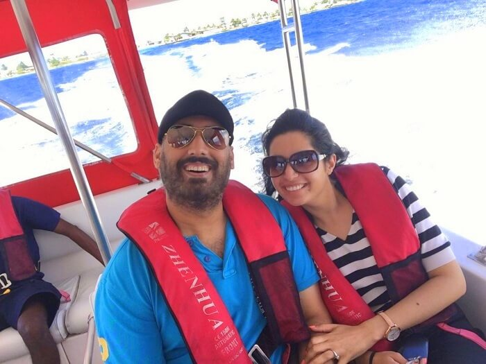 Angad and his wife being transferred to their resort in Maldives