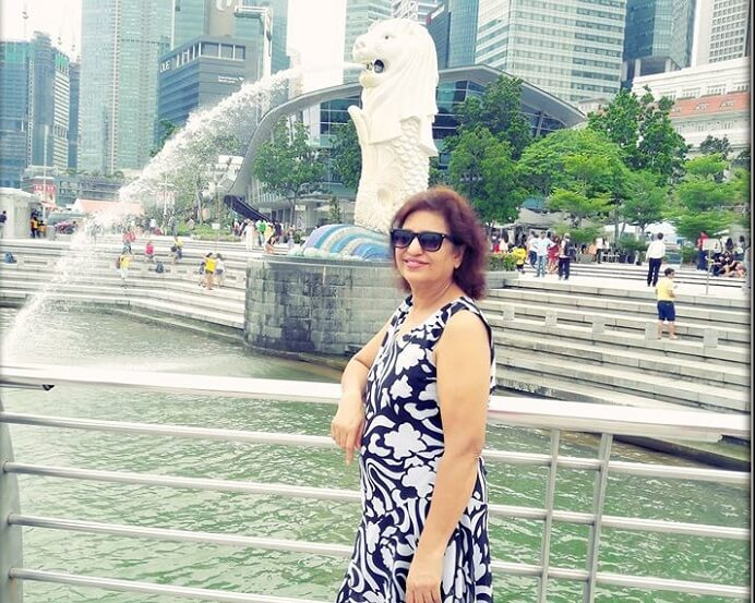 Srishtis mom at the Merilion statue in Singapore