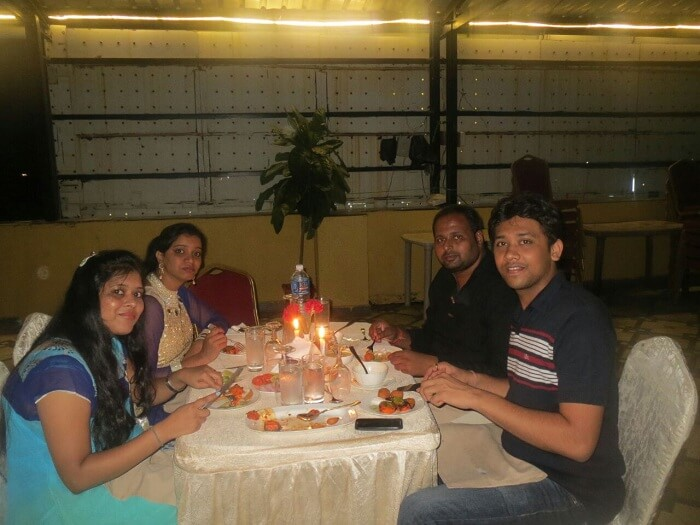 Chetan and his friends dine at the Casino in Goa