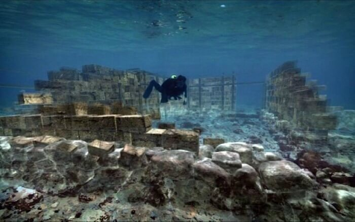 The complete town plan of the UNESCO World Heritage Site of Pavlopetri can be explored underwater.