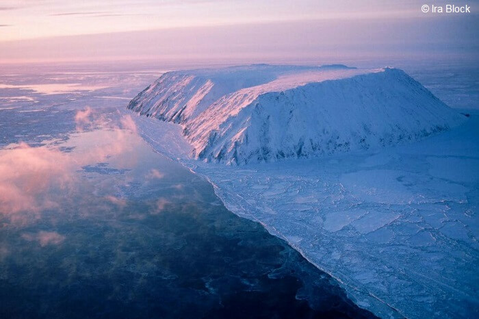 The border between Russia and United States that passes through Diomede islands