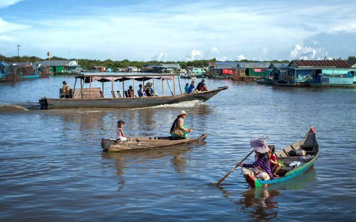 Visit the floating village on Tonle Sap lake - Cambodia