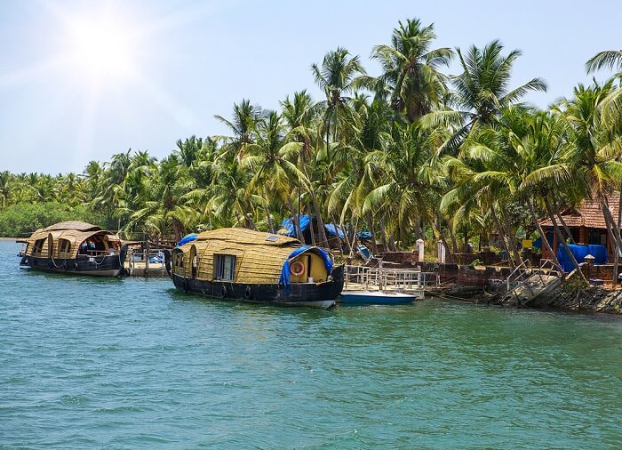 The stunning sceneries surrounding the houseboats in Alleppey