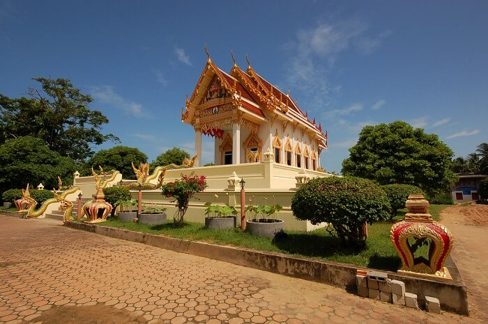 The entrance to the Wat Khunaram that houses a mummified monk