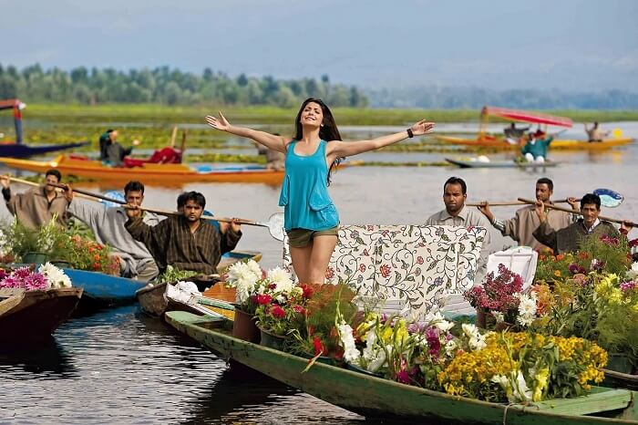 A shot from the Bollywood movie Jab Tak Hai Jaan showing Anushka Sharma enjoying a shikara ride