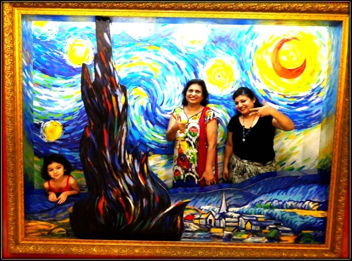 Srishti and her family at the Trick eye museum