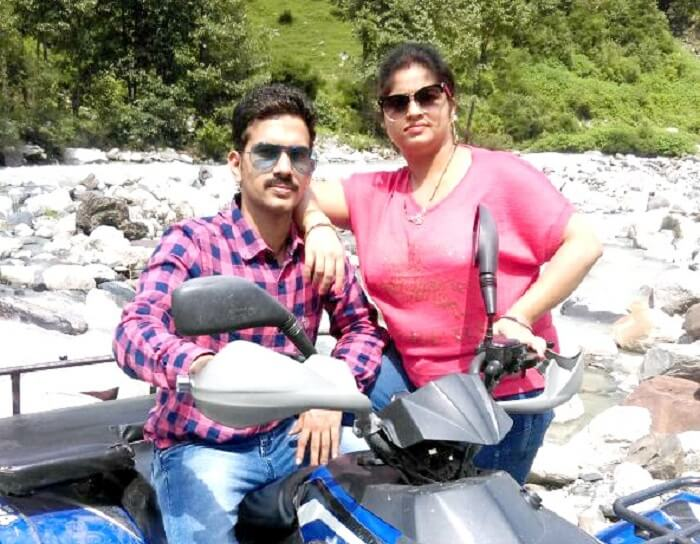 Sachin and his wife in Rohtang pass in Himachal