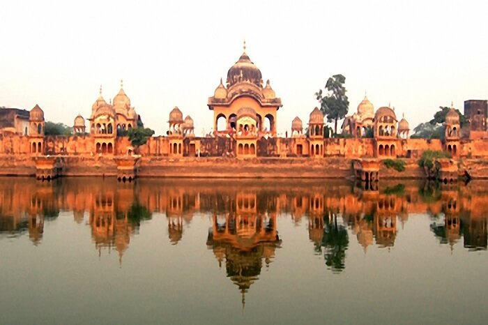 A view of the ancient building by the Kusum Sarovar in Vrindavan