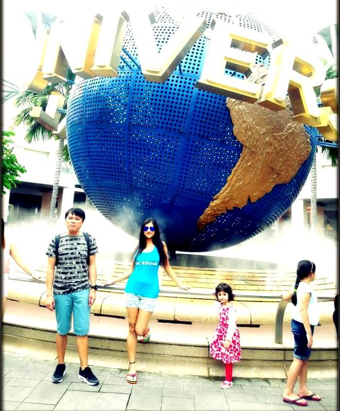 Srishti and her niece at the Universal Studios in Singapore