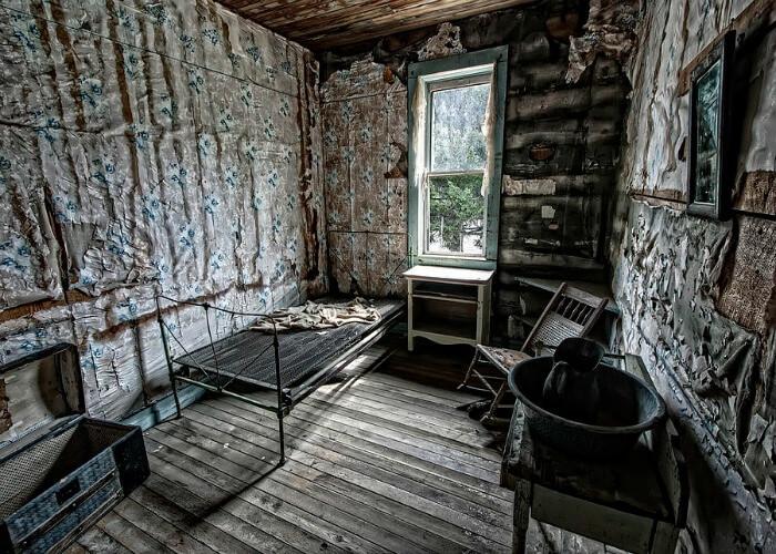 Scary insides of Garnet house
