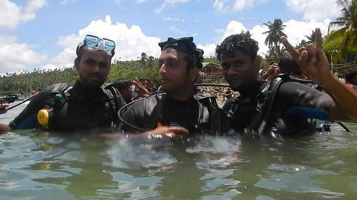 Jay and his friend do scuba diving